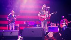 """Listen to Chris Robinson Brotherhood's Soulful """"They Love Each Other"""" Encore in St. Louis - 4/2/2017 Full Show AUD"""