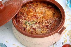 Ein griechisches Nudelgericht mit Tomatensauce, Hühnerfleisch und Kritharaki - also kleinen Reisnudeln. Rezept von We Love Pasta.
