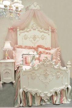 スイートな空間であまーい夢を。憧れの海外ベッドリネンに包まれて眠りたい♡ | mery [メリー]