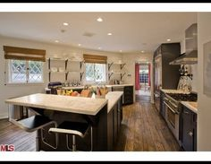 Jennifer Aniston's new kitchen - GORGEOUS floor boards