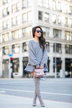 Bundled    Oversized sweater Minirock, Styling Tipps, Outfit Ideen, Hohe  Stiefel, da59cd51d7