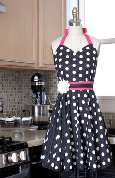 polka dot apron... the obsession continues