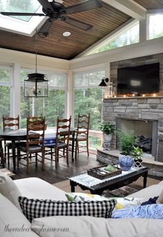 Summer Porch Tour - this is such a pretty room, filled with so many great ideas for furnishing and decorating a room using Craigslist finds - The Endearing Home (sunroom decorating ideas) 3 Season Room, Three Season Room, Outdoor Rooms, Outdoor Living, Outdoor Patios, Outdoor Kitchens, Veranda Design, Patio Design, Garden Design
