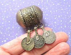 Vntg old Moroccan Berber big bead silver tone metal floral design antique coin dangels Antique Coins, Ethnic Jewelry, Ethnic Fashion, Malachite, Fashion Necklace, Moroccan, Floral Design, Dangles, Necklaces