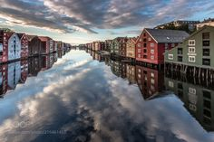 Nidelva River from Gamle Bybro, Trondheim (Europe Trotter / Paris / France) #Canon EOS 5D Mark III #landscape #photo #nature