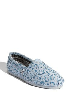 Want! Love the mission of Toms and these are super cute!