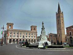 Forlì, Piazza Saffi. Poste Centrali. Chiesa romanica di San Mercuriale. Monumento ad Aurelio Saffi.