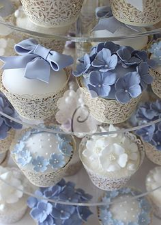 Cakes with sugar hydrangea