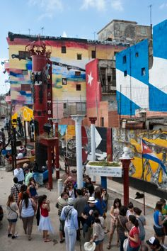 Colorful walls at Callejon de Hamel with Sunday afternoon crowd, Havana, Cuba by Holger Leue