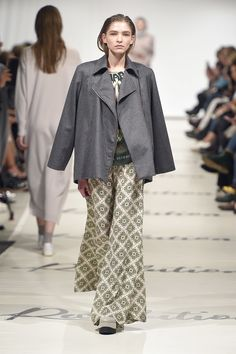 See the complete Marcel Ostertag Berlin Fall 2017 collection.