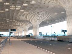 Zaha Hadid Architects to Design Navi Mumbai International Airport,An existing Chhatrapati Shivaji International Airport terminal was designed by SOM. Image Courtesy of Robert Polidori Airport Architecture, Indian Architecture, Futuristic Architecture, Beautiful Architecture, Contemporary Architecture, Interior Architecture, Luxury Interior, Zaha Hadid Architects, Arquitetos Zaha Hadid