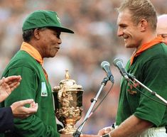 Nelson Mandela handing over the Rugby World Cup to former Springbok captain, Francois Pienaar. Nelson Mandela For Kids, Nelson Mandela Pictures, Nelson Mandela Biography, Rugby League World Cup, Rugby World Cup, Rugby Cup, South African Rugby, Olympic Games Sports, Olympic Gymnastics