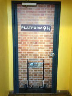 I would definitely decorate my front door with this door design. This is a great Harry Potter theme. & My handiwork @lizgray317 ! Harry Potter door! Elementary school ...