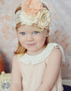 coiffure demoiselle d'honneur avec un bandeau de tête élégant, idée très esthétique