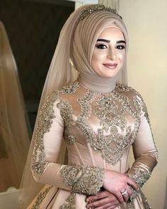 Image may contain: 1 person - Tesettür Vizyon Bridal Mehndi Dresses, Bridal Hijab, Hijab Bride, Muslim Brides, Pakistani Wedding Dresses, Wedding Dress Trends, Turkish Wedding Dress, Muslim Wedding Gown, Wedding Hijab Styles