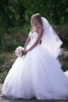 2015 Bling Bling Ball Gown Wedding Dresses White Crystal Beaded Sweetheart Plus Size Tulle Court Train Bridal Gowns