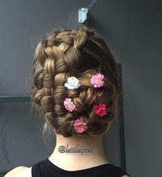 I have published this style last summer but this is better picture 😋 I love this style 🌸🌺 Oon julkaissut tän kampauksen jo viime kesänä, mutta omia kuvia ja kampauksia kohtaan on paljon kriittisempi kuin muiden, niin minusta tämä on parempi kuva 😄 Rakastan tätä kampausta 🌸🌺 #suomiletit #letti #lettikampaus #kampaus #perfecthairpics #see_your_braids #tophairfeatures #braidsforlittlegirls #braidsbyu #braids_features #inspirationalbraids #hotbraidsmara #chignon #nuttura #nutturakampaus…