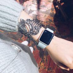 Bracelet designed by Lotta Djossou. Manchette Libellule Montee sur Filigrane.