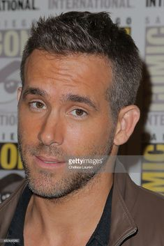 Actor Ryan Reynolds attends the 'Deadpool' press room on July - Hairstuff - Celebridades Ryan Reynolds Haircut, Short Hair Cuts, Short Hair Styles, Flat Top Haircut, Braided Hairstyles Tutorials, Hair Tutorials, Boy Hairstyles, Haircuts For Men, New Hair