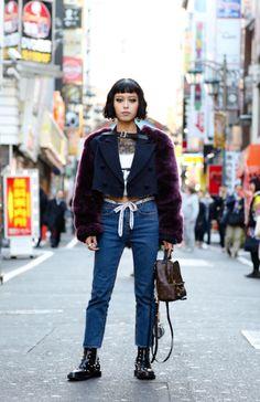 本日はガールクラッシュのスタイルを見せます。 やや派手なファースリーブのジャケットがとても格好良くて、メンズライクなジーンズとブーツを合わたら力がいっぱい感じられるでしょう。全体を通してちょっと硬過ぎると思うと、可愛いガーリッシュなバッグで調整!  Hey! I want to let you know the style of girl crush this morning! First, you can pick up a gaudy jacket with the fur sleeves. Do the coordinate with jeans & boots that men's like. If you feel too much, you can choose a lovely girlish bag for change. #fur  #jeans  #crush  #Powerful  #alexanderwang  #balenciaga  #louisvuitton  from @Ryu_M's closet
