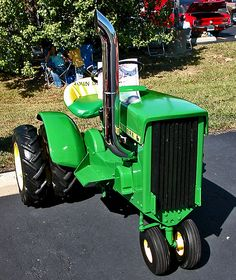 john deere Tricycle Tractor with duals John Deere Garden Tractors, Yard Tractors, Small Tractors, Compact Tractors, Small Garden Tractor, Garden Tractor Pulling, John Deere Mowers, Truck And Tractor Pull, Tractor Pictures