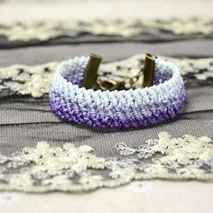 See this purple ombre friendship bracelet tutorial and learn how to make cool friendship bracelet with half hitch knots for beginners.