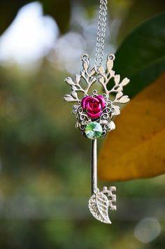 Key Jewelry, Cute Jewelry, Crystal Jewelry, Jewelery, Jewelry Accessories, Unique Jewelry, Vintage Keys, Vintage Jewelry, Dragon Jewelry