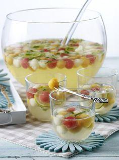 Unser beliebtes Rezept für Bunte Melonen-Bowle mit Limette, Melisse, Minzlikör und Prosecco und mehr als 55.000 weitere kostenlose Rezepte auf LECKER.de.