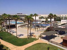 El hotel Barceló Cabo de Gata tiene todo los que necesitas para pasar unas vacaciones en familia. Esta es su zona de piscinas.