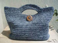 Bolso de verano Crochet - Paso a paso en español: http://arrribaeneldesvan.blogspot.com.es/2012/06/patron-bolso-ganchillo-crochet.html <3 <3