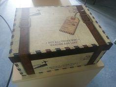 """Voici la boîte où je vais ranger les carnets. Alors voici comme promis les pages de mon """"carnet des talents"""". Il est le fruit de ma réflexion suite aux pistes de travail données par Isa du blog """"école petite section"""". Je l'ai fait pour répondre à plusieurs..."""