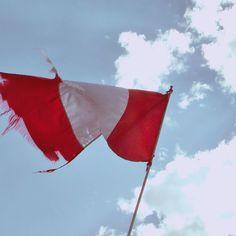 El orgullo no es casualidad, el amor propio es patrio, la madre tierra. Tierra peruana, pachamama bendita.  #Peru #Peruvian #Peruano #Peruana #Flag #Bandera #Pachamama #Orgulho #Skyporn #Travelporn #travel #triparoundtheworld #trip #instatrip #instatravel #instamood #instagood #instalove #wanderlust #serendipity #southamerica #red #White