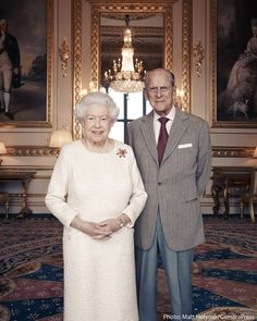 Queen Elizabeth II and Prince Philip, Duke of Edinburgh pose for a photo in the White Drawing Room at Windsor Castle in early November, in celebration of their platinum wedding anniversary in Windsor, England - November 2017 Die Queen, Hm The Queen, Her Majesty The Queen, Save The Queen, Princesa Elizabeth, Princesa Margaret, 70th Anniversary, Anniversary Photos, Trooping The Colour