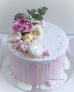 Drip caket on 😍🌸💕 Vanilla Cake, Baking, Desserts, Party Ideas, Food, Instagram, Tailgate Desserts, Deserts, Bakken