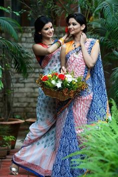 For the bridesmaids @ gaye holud ? Mumu Maria | #Bangladesh #sari #weddingsari