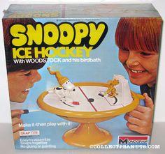 Monogram - Snoopy Ice Hockey with Woodstock on his birdbath Snap Tite Women's Hockey, Hockey Games, Hockey Coach, Hockey Stuff, Peanuts Toys, Peanuts Gang, Retro Toys, Vintage Toys, Hockey Boards