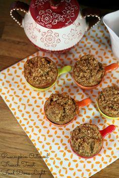 Pumpkin Oatmeal French Toast www.fooddonelight.com #pumpkinrecipe #pumpkinmuffin #pumpkinfrenchtoast #pumpkinoatmeal #healthybreakfast #thanksgivingbreakfast