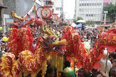 Dança do dragão, no bairro da Liberdade, em São Paulo - um dos espetáculos típicos e multicoloridoos das celebrações do ano novo chinês - do blog Sun Tzu e A Arte da Guerra (http://www.suntzulives.com/).