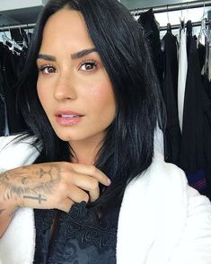 Image about beauty in Demi lovato💋 by Ivana on We Heart It Pelo Demi Lovato, Demi Lovato Hair, Demi Lovato No Makeup, Celebrity Photos, Celebrity Style, Celebrity News, Demi Love, Demi Lovato Pictures, Woman Crush