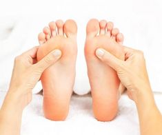 Reflexology Massage - Involves applying pressure to certain points on the hands and feet. Can also decrease stress and anxiety in the entire body. Reflexology massage may be incorporated into full body Swedish and Deep Tissue massage sessions. Reflexology Benefits, Acupuncture Benefits, Foot Reflexology, Acupressure Therapy, Acupressure Treatment, Acupressure Points, 6 Chakra, Pressure Points For Headaches, Massage Therapy