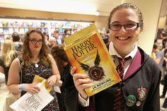 """Увидела свет восьмая книга о приключениях знаменитого волшебника """"Гарри Поттер и проклятое дитя"""". Первыми оценить новинку смогли поклонники серии из Лондона, где старт продаж превратился в настоящий праздник."""
