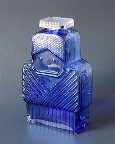 "SOLD Rare ""Matin matka"" serie and ISOÄITI ( Grandmother) pattern art glass bottle by Helena Tynell. With original glass cap. Old Bottles, Glass Bottles, Perfume Bottles, Retro Design, Design Art, Himmelblau, Retro Art, Bottle Art, Glass Design"