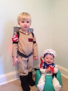 30 Matching Siblings Halloween Costumes which are the cutest costumes of the year - Hike n Dip - - This Halloween, get matching costumes for your kids. Take inspo from these adorable Siblings Halloween Costumes ideas perfect for Brothers & Sisters. Brother Halloween Costumes, Family Costumes, Halloween Kids, Halloween Party, Halloween 2019, Halloween College, Halloween Couples, Halloween Desserts, Carnival