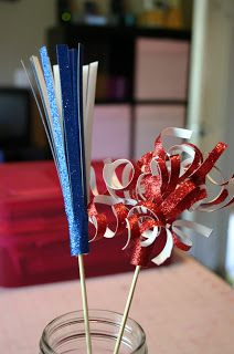 Glittered card stock, shish kebab sticks, and straws are all you need to make this cool Fourth of July fireworks centerpiece, which we're betting your kids will love to pull apart and play with! Summer Crafts, Holiday Crafts, Holiday Fun, Summer Fun, Summer Time, Craft Stick Crafts, Crafts For Kids, Craft Ideas, Fireworks Craft For Kids