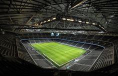 Traditionen går före den nya arenan. AIK, som ville inviga sin nya fotbollsarena i första omgången, får vänta med första matchen på Friends arena till den andra omgången. Syrianska kommer till Friends arena den 7 april.
