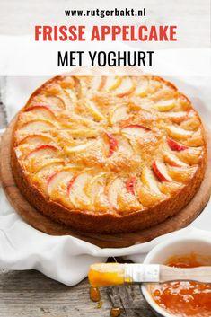 Fresh apple cake with yogurt Apple Cake Recipes, Apple Desserts, Dutch Recipes, Sweet Recipes, Fresh Apple Cake, Sweet Pie, Bread Cake, Healthy Cake, Happy Foods