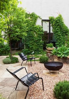 Small backyard patio design trees Ideas for 2019 Cozy Backyard, Small Backyard Gardens, Small Backyard Landscaping, Backyard Garden Design, Modern Landscaping, Small Gardens, Patio Design, Landscaping Ideas, Backyard Ideas