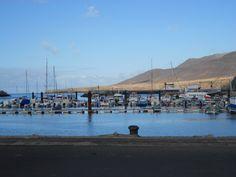 un port à la pointe sud de l'île.