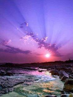Awesome view of a purple sunset Landscape Photography, Nature Photography, Sunrise Photography, Photography Tips, Purple Sunset, Purple Beach, Ocean Sunset, Beautiful Sunrise, Amazing Nature