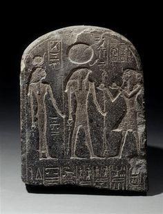   Stèle cintrée au nom de May montrant Ramsès II   Images d'Art